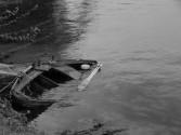 barca_drift_sinking_river_water_boat_old_broken-1049654.jpg!d
