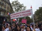 1600px-Manifestation_chinois_Paris_040916_-_Liberté_égalité_fraternité_sécurité